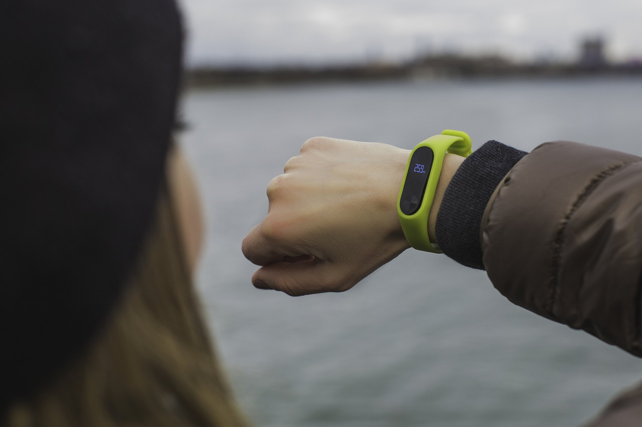 Things to purchase this Diwali - Smart fitness tracker